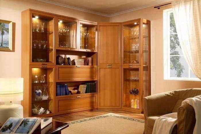 Классическая угловая мебель в гостиной