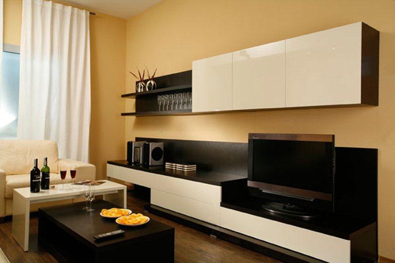 Комфортная мебель для гостиной с глянцевой поверхностью