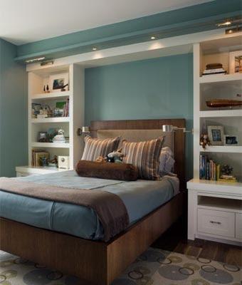 Комната небольшого размера с красивой атмосферой