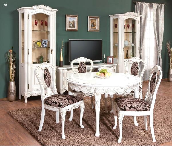 Комната со светлой мебелью
