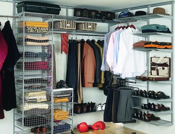 Компактная открытая гардеробная комната