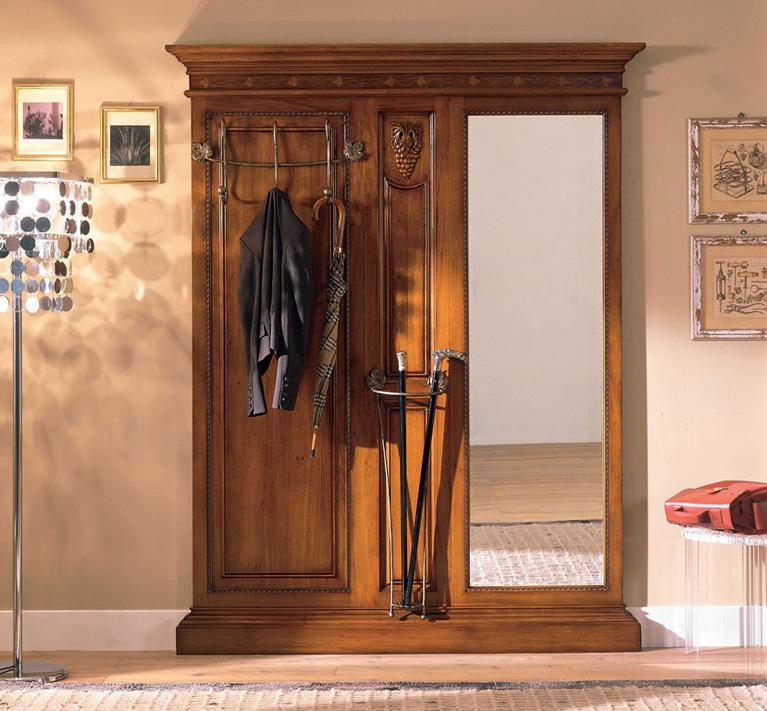Коричневая красивая мебель для прихожей классического стиля