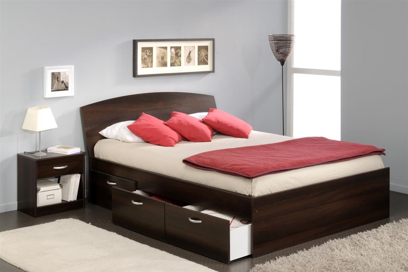 Коричневая кровать для спальни