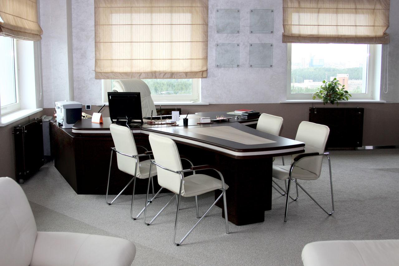 Коричневая мебель для руководителя