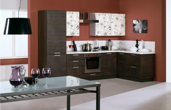 Коричневый деревянный фасад кухонной мебели