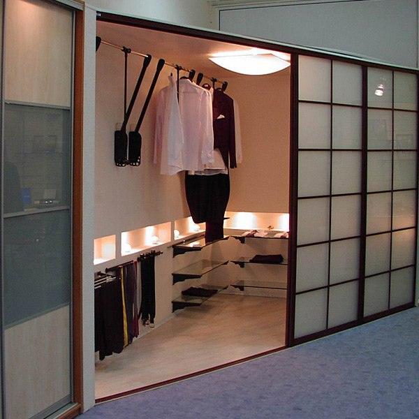 Красивая угловая гардеробная комната для дома