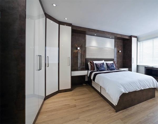 Красивая встроенная мебель в спальню