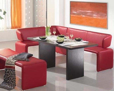 Красная мягкая мебель в кухню