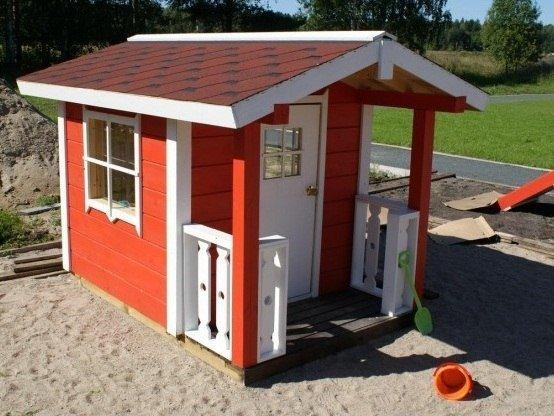 Красный домик для детского сада