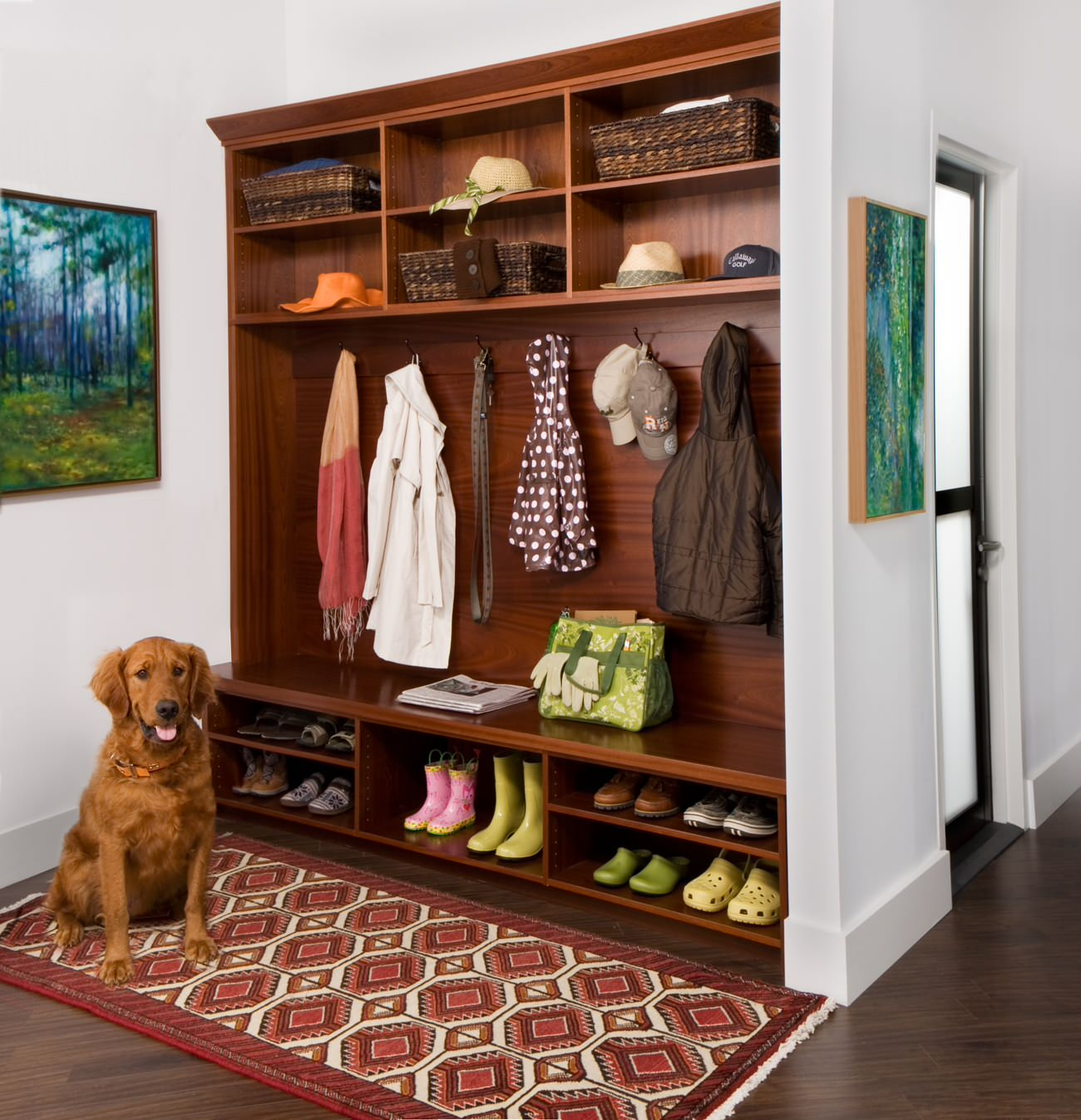 Мебель в прихожую, преимущества и недостатки различных конст.