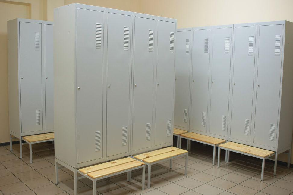 Металлические шкафы со скамейками