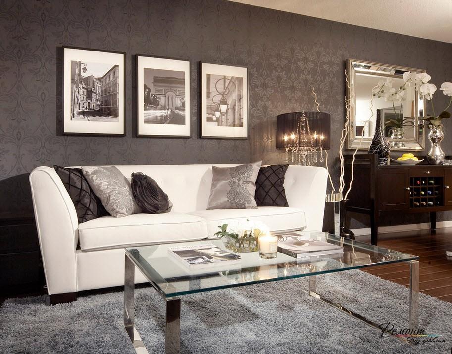 Мягкая белая мебель в гостиной комнате