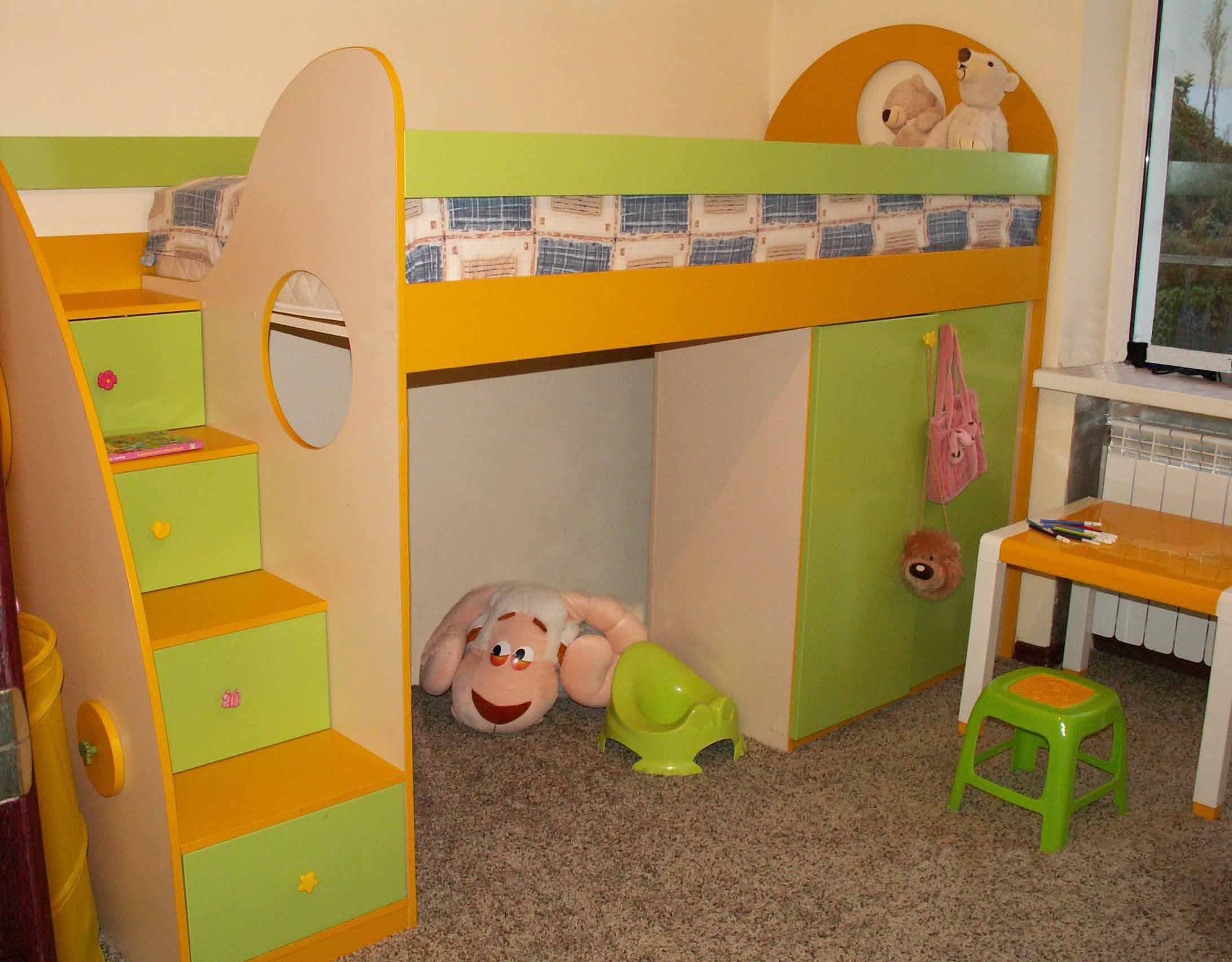 На что обратить внимание при выборе детской корпусной мебели