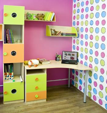Небольшая корпусная мебель для ребенка