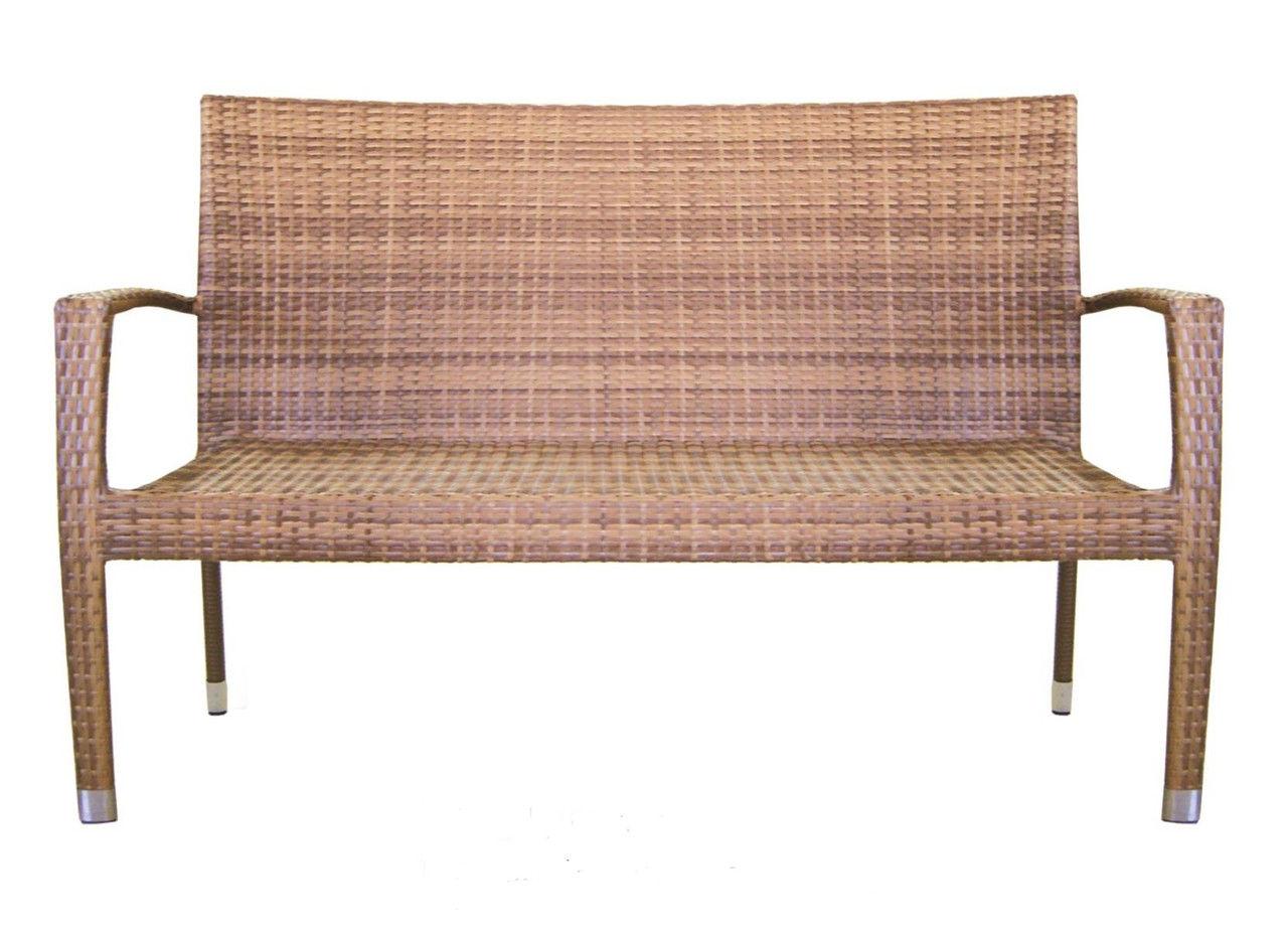 Небольшая плетеная скамейка