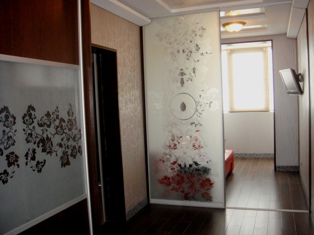 Небольшой вариант гардеробной комнаты