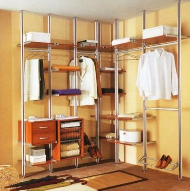 Обустройство современной гардеробной сетчатого типа