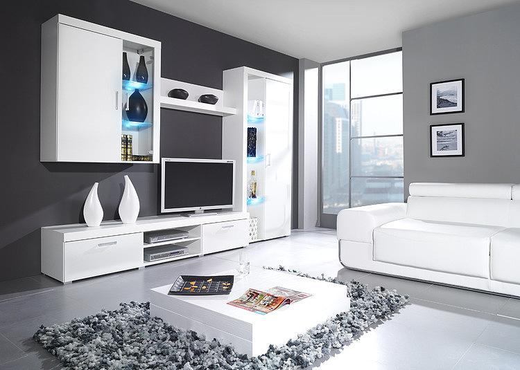 Однотонная белая мебель в гостиной комнате