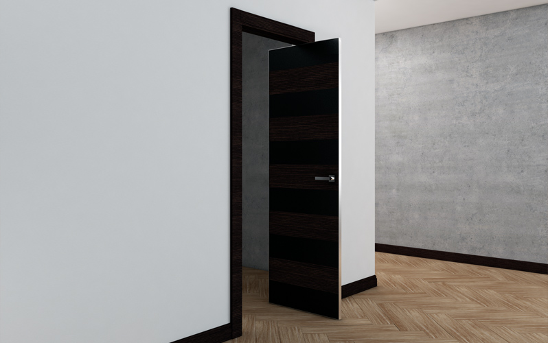 Оригинальная рото-дверь на входе в гардеробную комнату