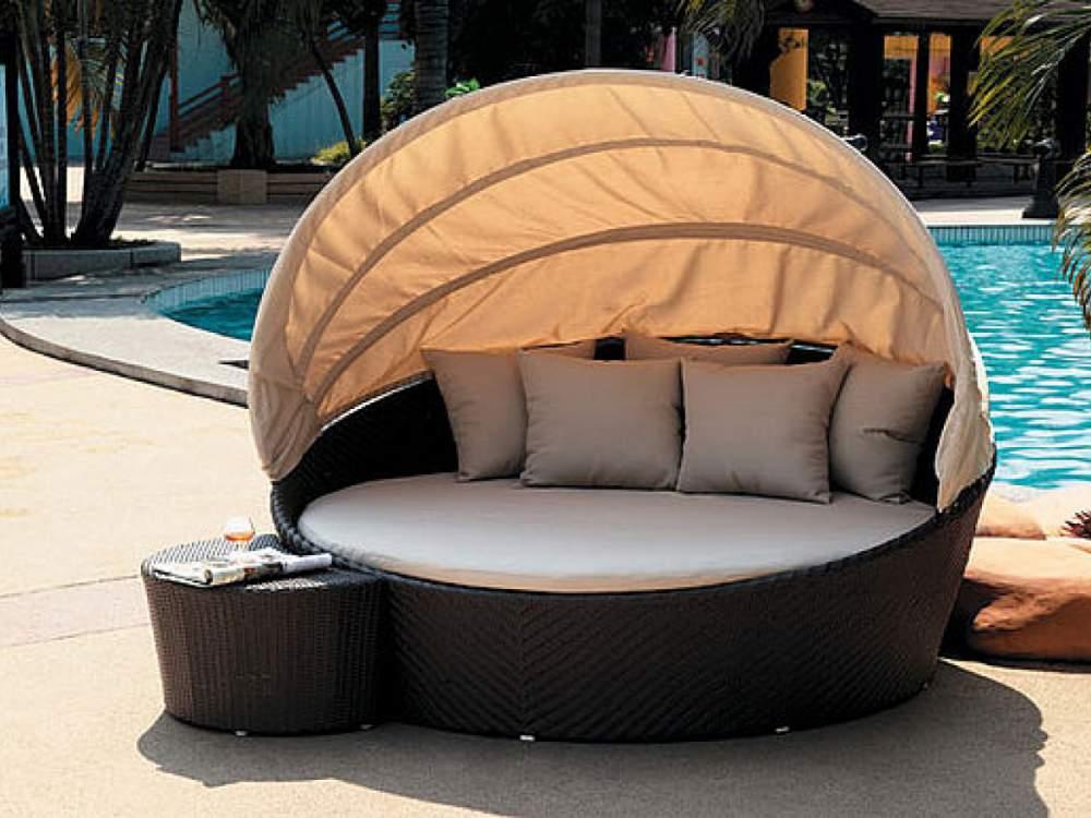 Оригинальная садовая мебель из ротанга