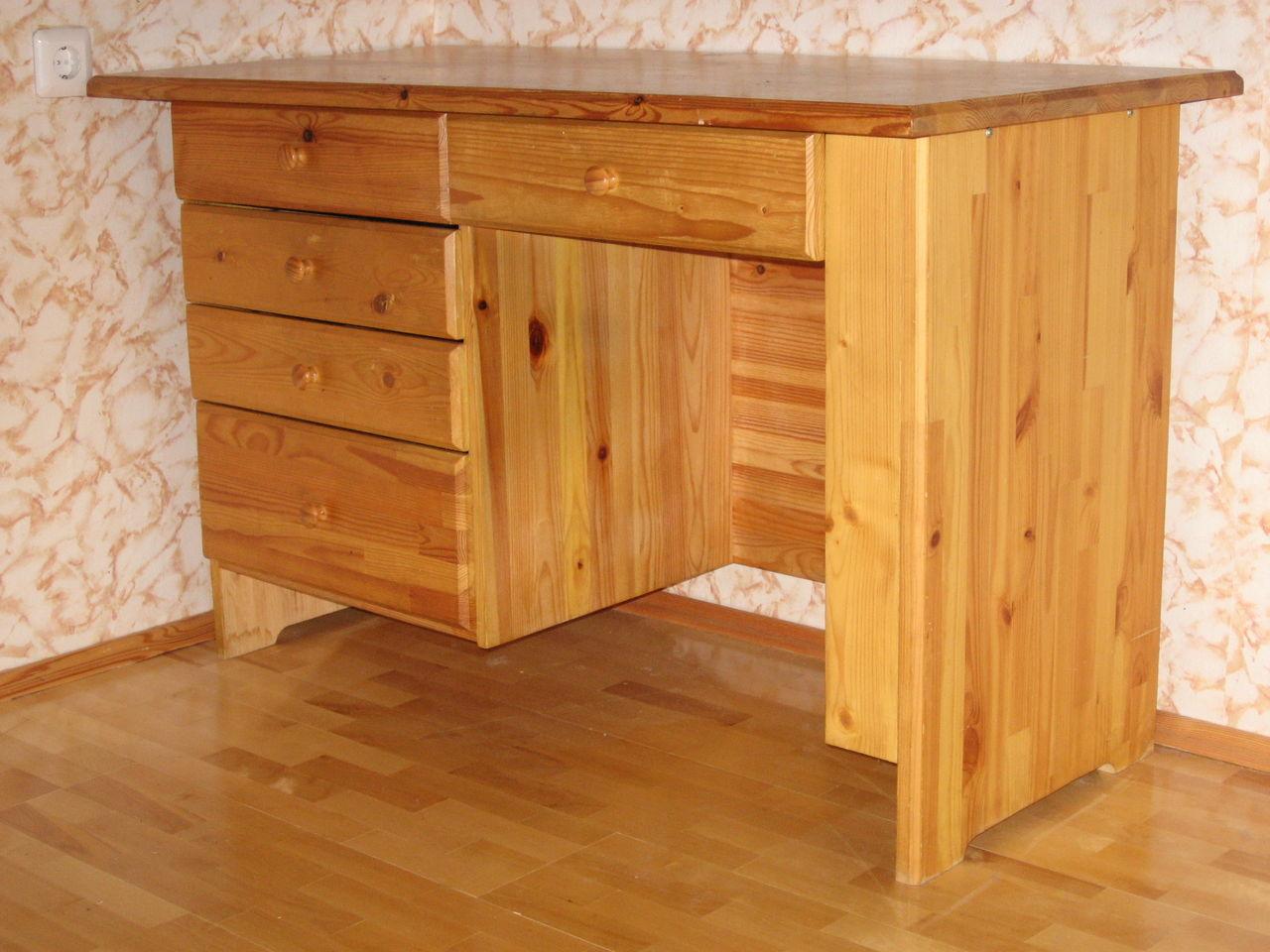 Письменный стол из мебельного щит