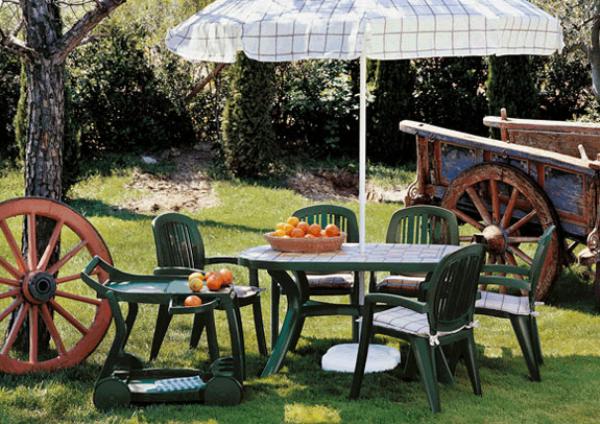 Пластиковая зеленая мебель