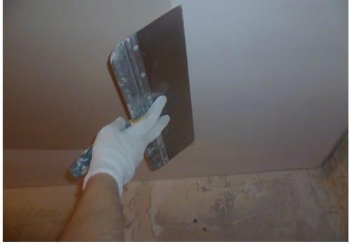 Потолок ошпаклевать