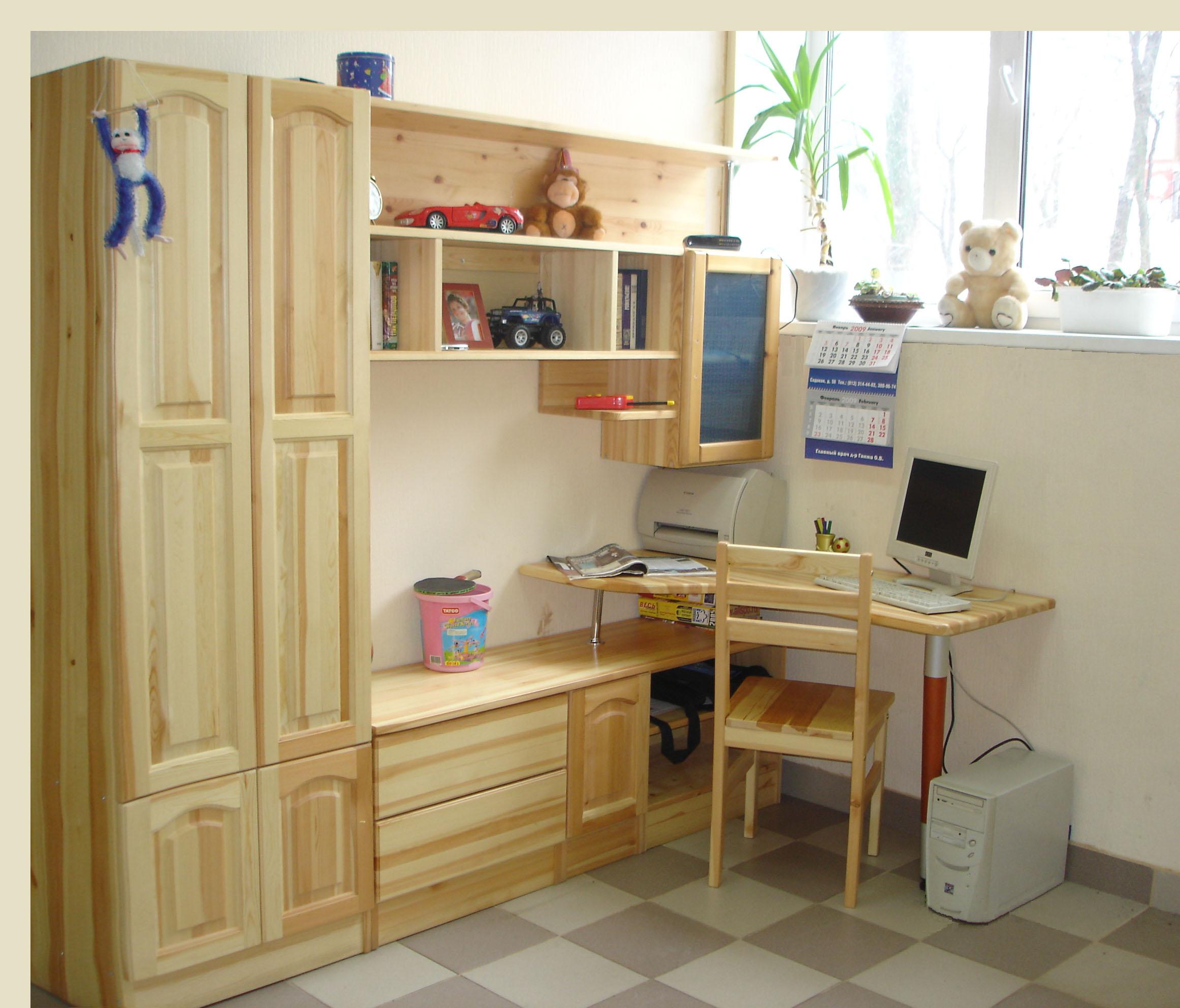 Практичная детская мебель из массива