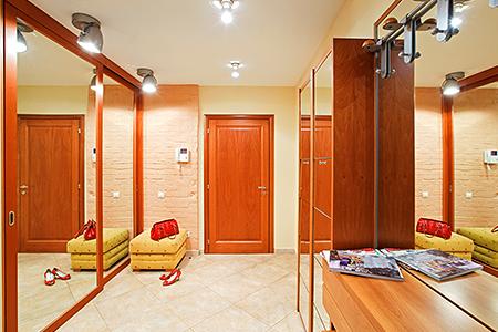 Практичная мебель для обустройства коридора