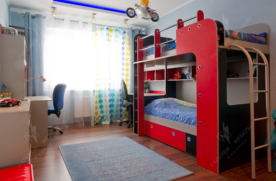 Практичная мебели в детскую комнату мальчика