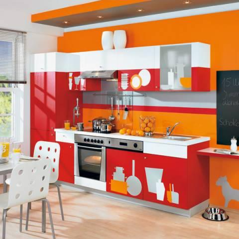 Яркая мебель в кухню