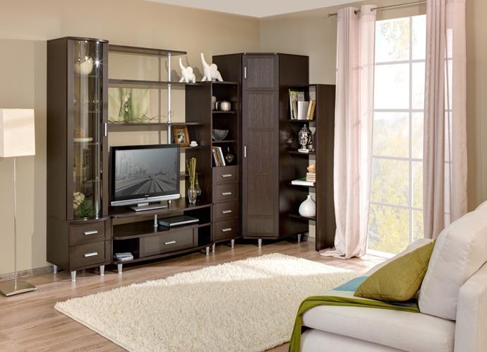 Практичная угловая мебель в гостиной