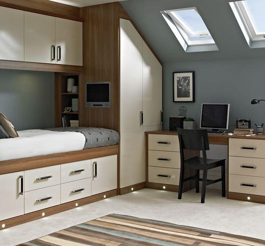 Практичное обустройство небольшой комнаты в доме