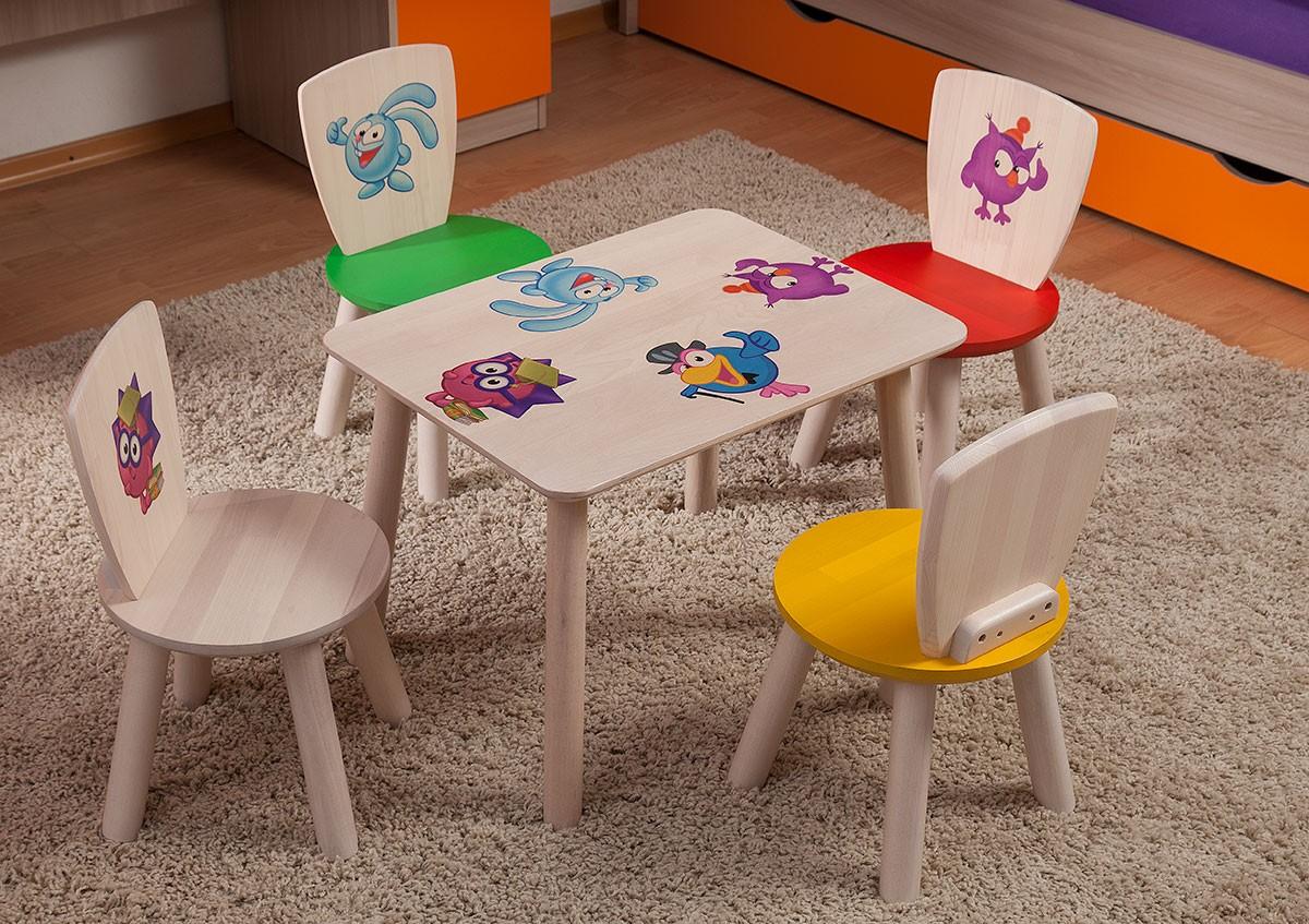 Практичные стол и стульчик из массива дерева