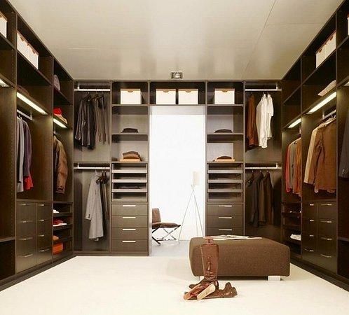 Практичное гардеробное помещение