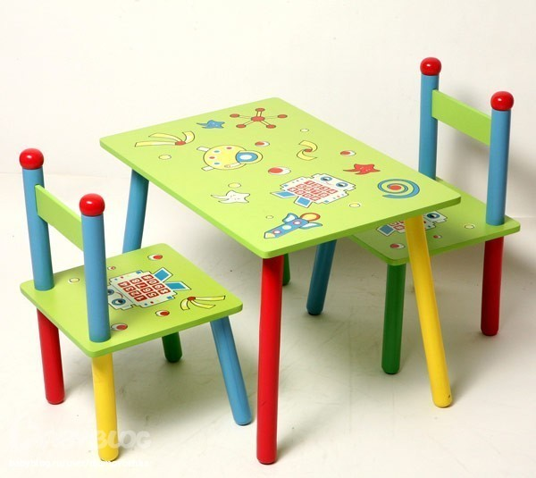 Практичный набор детской мебели из дерева