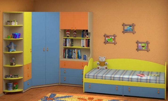 Практичный современный набор детской мебели