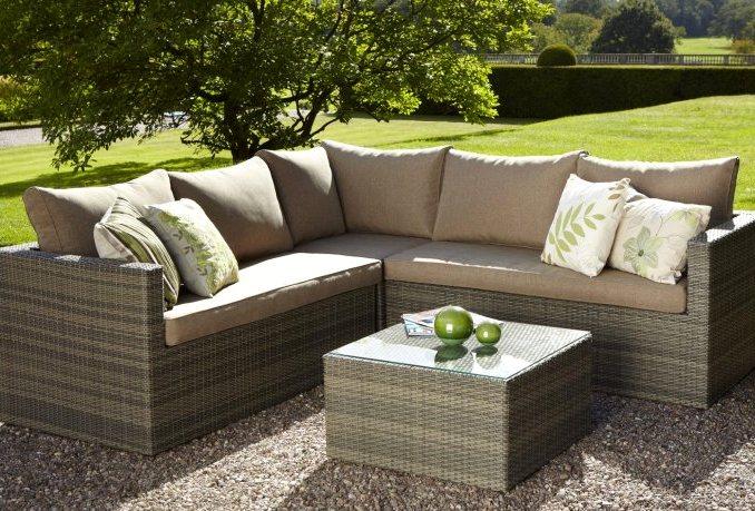 Правильно выбираем мебель из ротанга для оформления сада