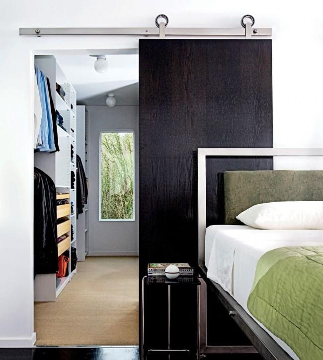 Преимущество раздвижных дверей в их функциональности и декоративности одновременно