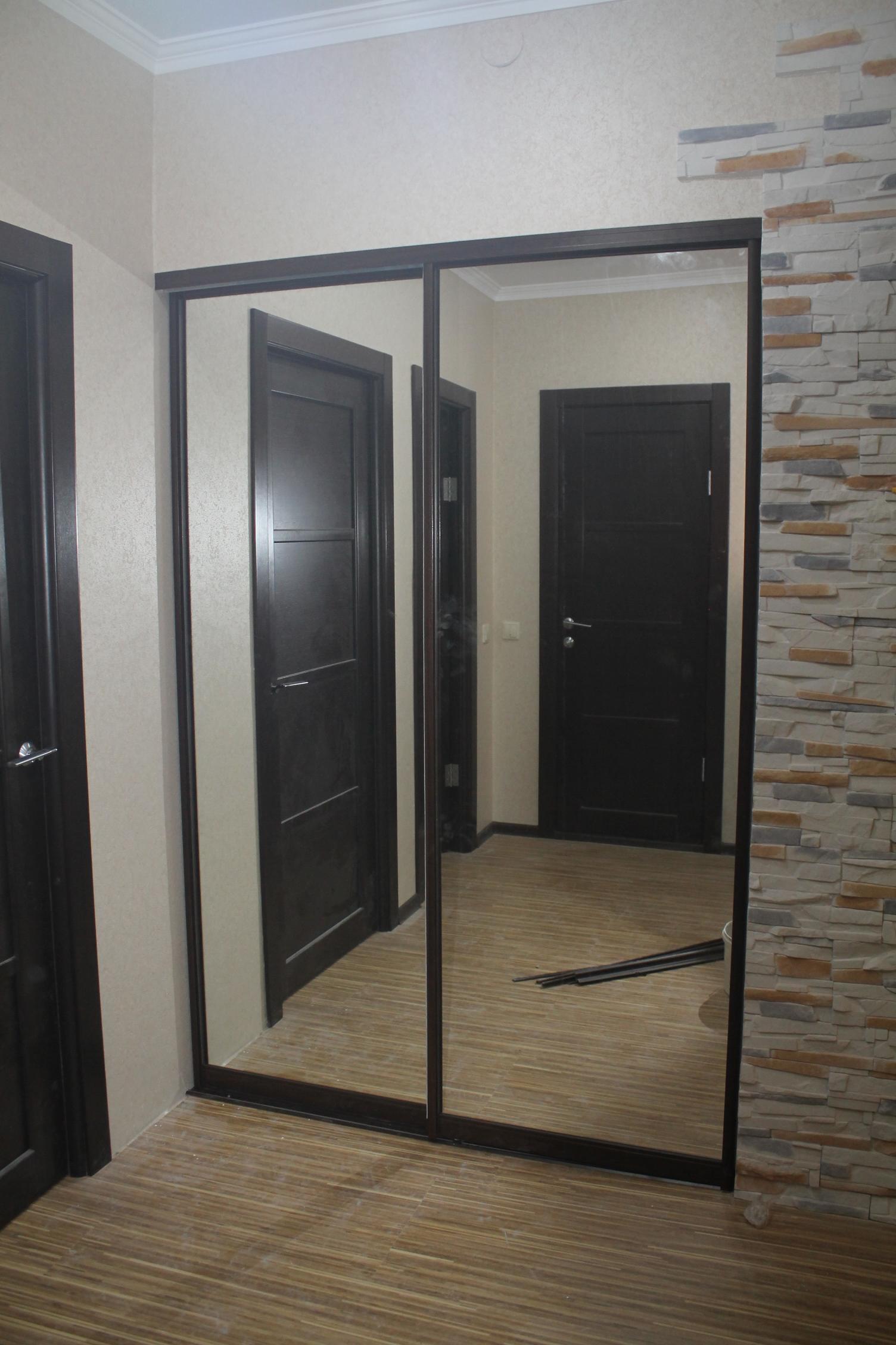 Применение двери купе в гардеробной
