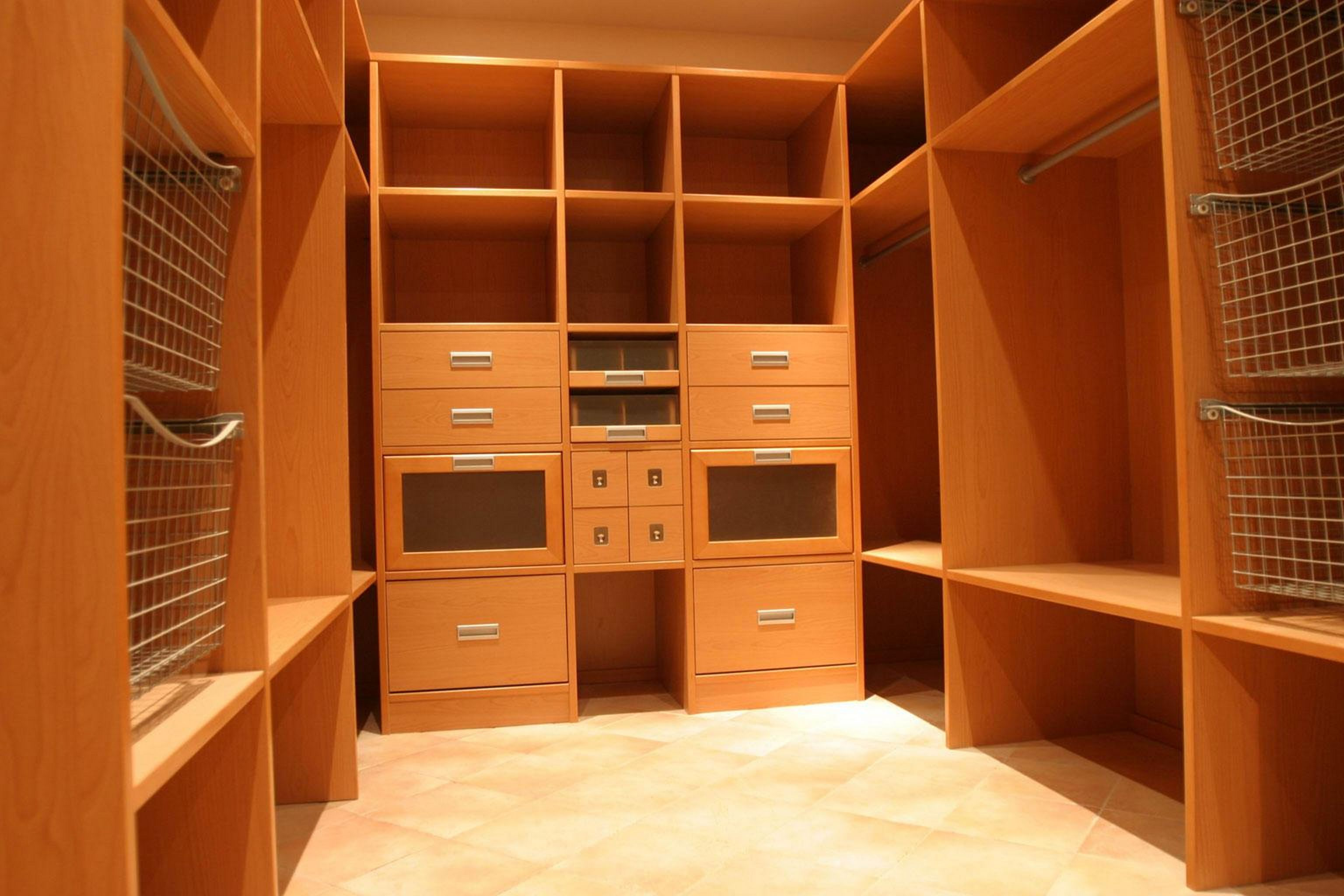 Пример гардеробной комнаты 4 кв м