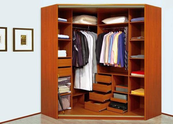 Пример гардеробной комнаты уголового типа