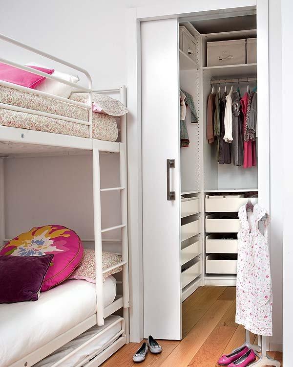 Пример маленькой гардеробной комнаты