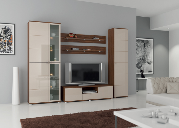 Привлекательная мебель для гостиной с глянцевой поверхностью