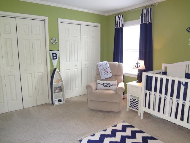 Приятная детская белая мебель в интерьере