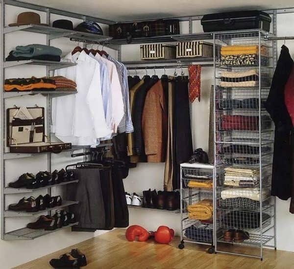 Приятная отделка гардероба в кладовке
