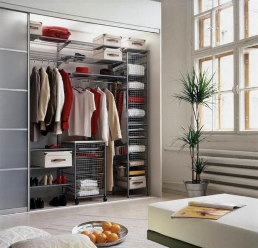 Размещение маленьких гардеробных комнат