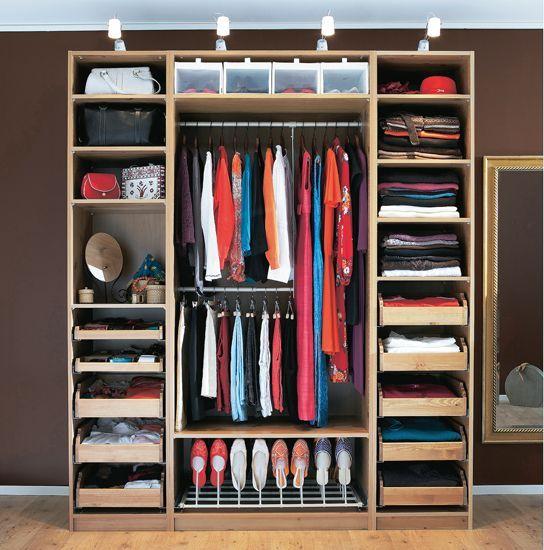Размещение маленькой гардеробной комнаты