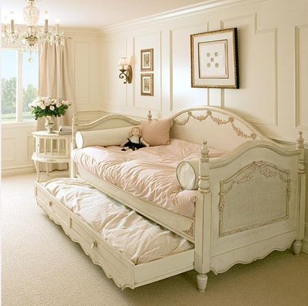 Розовая детская мебель в стиле прованс