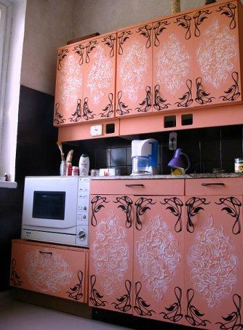 Розовая реставрация кухонного гарнитура